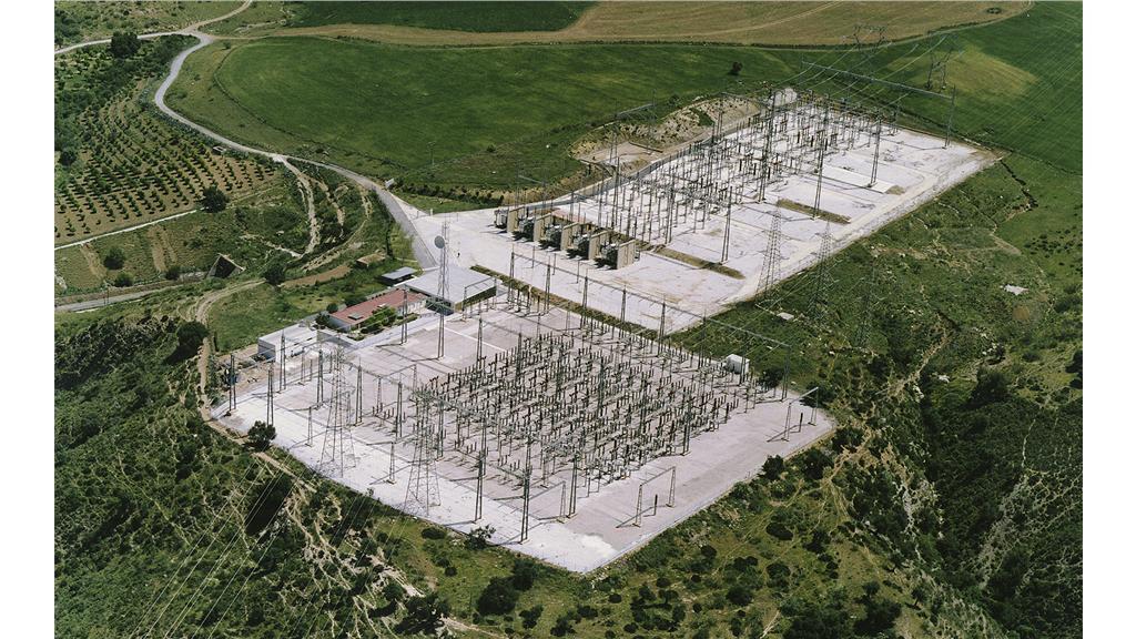 Las subestaciones aéreas normalmente se sitúan a las afueras de las ciudades